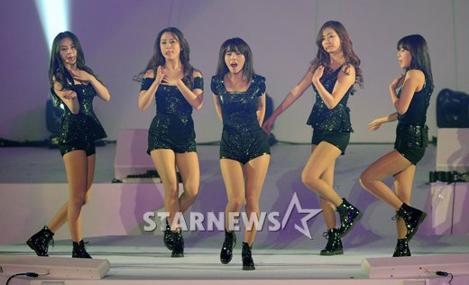 [en][ro]Wonder Girls perform as a group for the first time after Sun's marriage