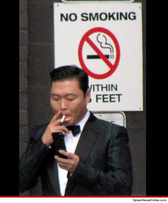 (All Languages) [en][hu] PSY caught smoking